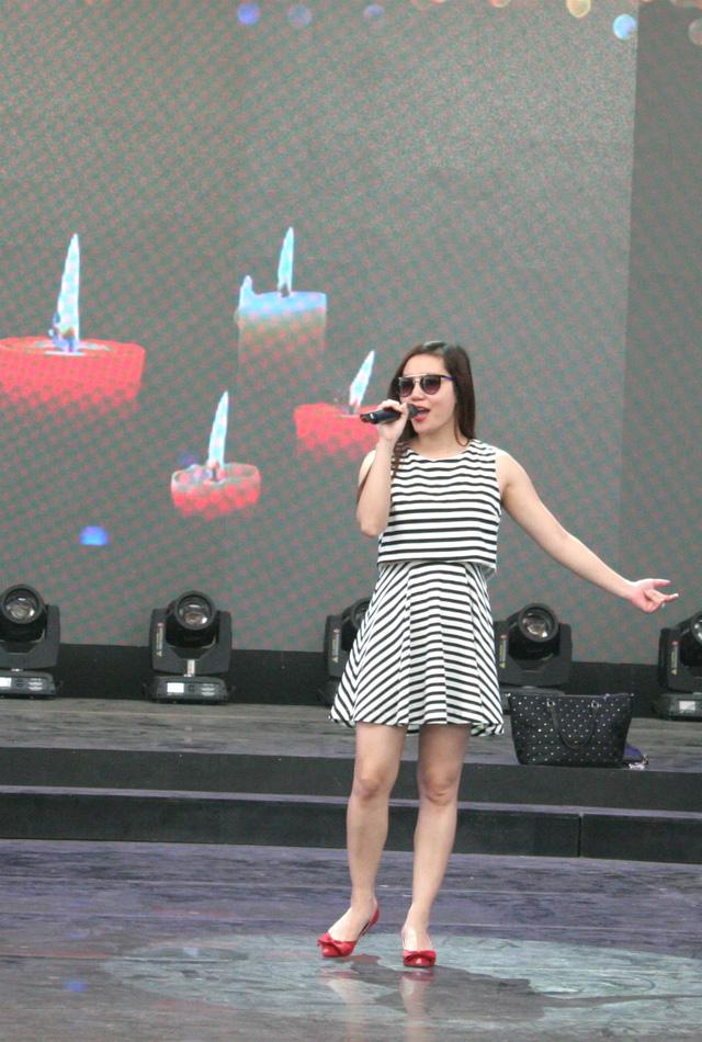 Ca sĩ Ngọc Anh cũng sẽ góp mặt trên sân khấu với ca khúc Mùa xuân đầu tiên, được lấy làm chủ đề của chương trình.
