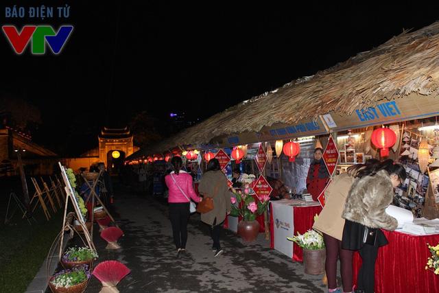 Các con phố, gian hàng Hà Nội ngày xưa được tái hiện dưới phong cách nghệ thuật sắp đặt