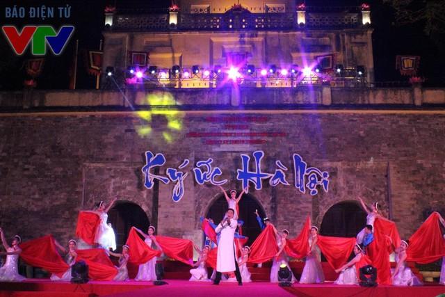 Sân khấu rực rỡ tại Hoàng thành Thăng Long trong đêm khai mạc 30/12