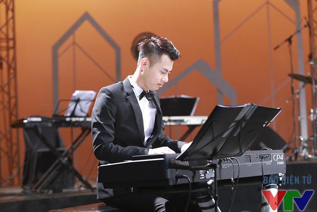 Nhạc sĩ Dương Cầm là nhân vật của Nghệ sĩ tháng số phát sóng tháng 11