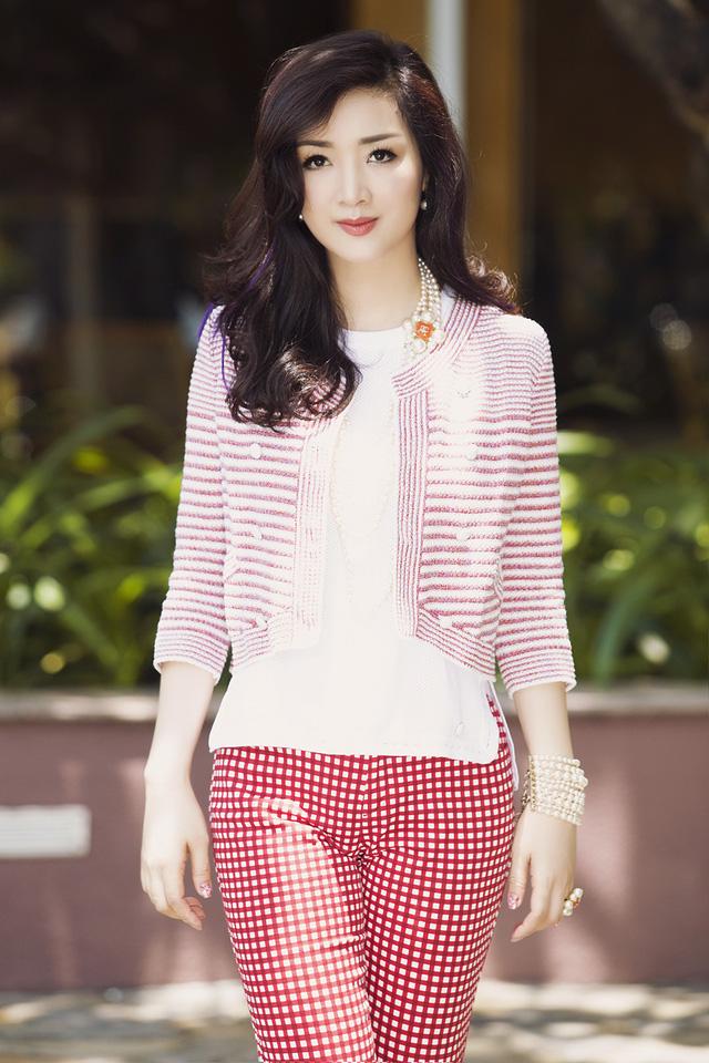 Người đẹp Đền Hùng khiến bất kỳ ai cũng ngỡ ngàng trước vẻ đẹp không tuổi của cô.