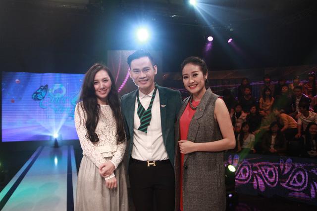 MC Phí Linh chụp cùng MC Minh Hà và MC Hồng Phúc
