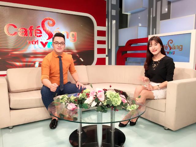 Tiến Đức dẫn chương trình Café sáng cùng MC xinh đẹp Mai Trang.
