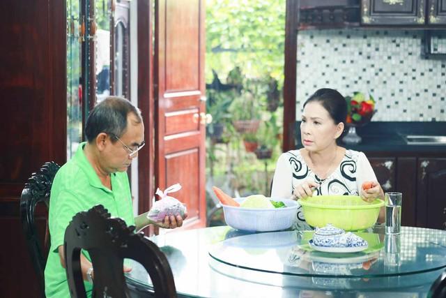 Ông Vàng (NSƯT Việt Anh thủ vai) và bà Vàng (NSƯT Kim Xuân) mang đến những vấn đề thường gặp của tuổi già.