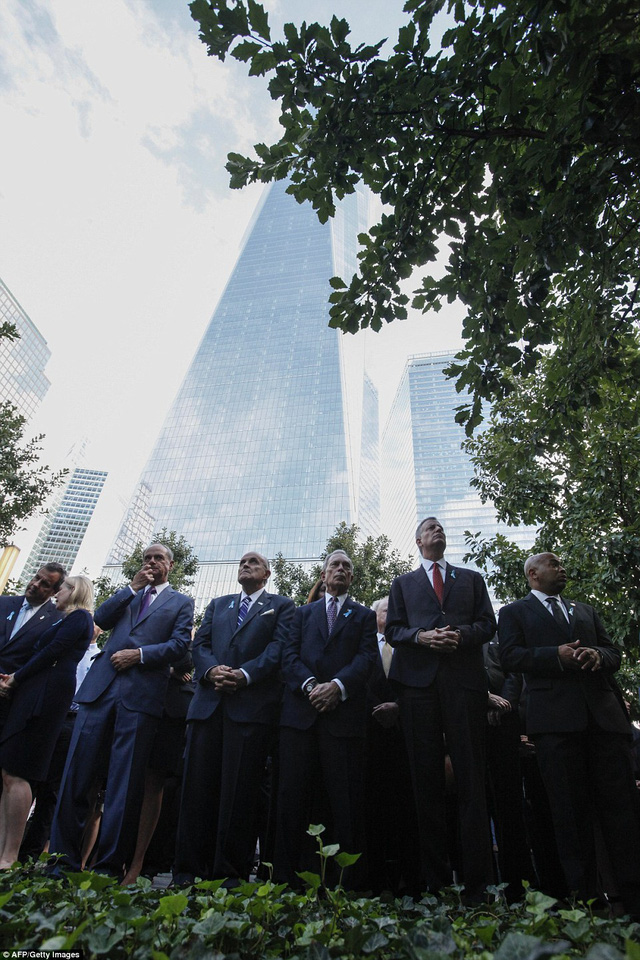 New York City Mayor Bill de Blasio (second right), former New York Mayors Michael Bloomberg (third right), and Rudy Giuliani (fourth right) attend the 14th Anniversary ceremony of the terrorist attacks at the 9/11 memorial on September 11, 2015 in New York