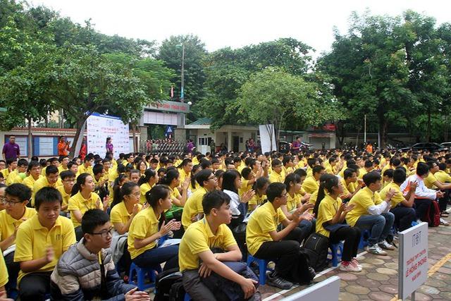 Gần 600 thí sinh có mặt đông đủ để chuẩn bị cho ngày thi đầu tiên