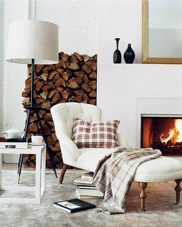 Bạn vô tình để một chiếc chăn trên ghế - đó cũng là một ý tưởng tuyệt vời để giúp căn phòng của bạn trông ấm cúng hơn rất nhiều.