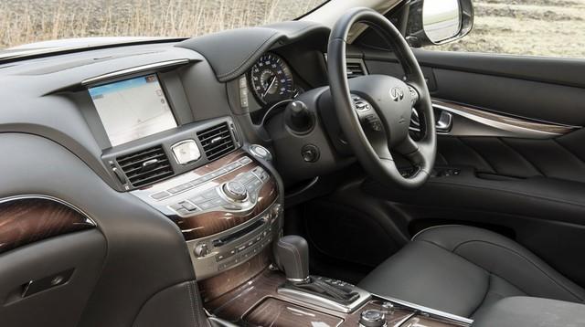 Xe được trang bị hộp số tự động 7 cấp tiêu chuẩn