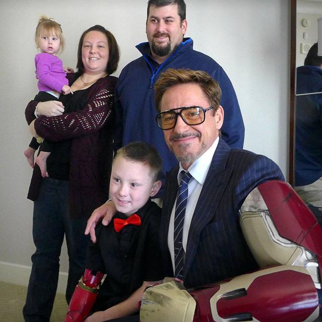 Robert Downey Jr. và gia đình của Alex Pring