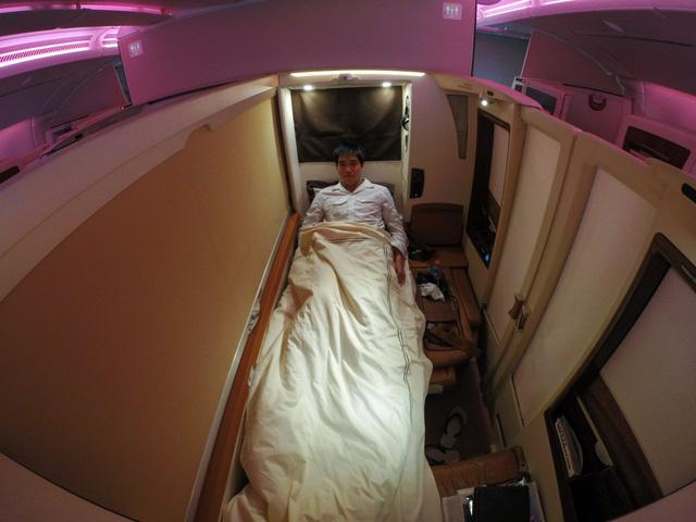 Giường đơn với vách ngăn đảm bảo sự riêng tư cho hành khách