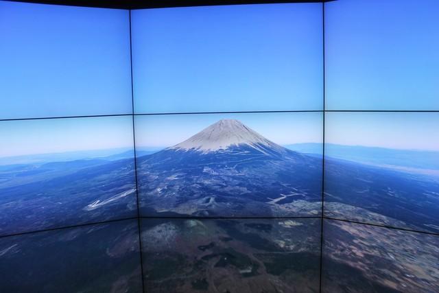Màn ảnh 3D lớn sẽ hiển thị phong cảnh của khu vực được chọn