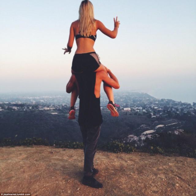 Cặp đôi đã du lịch từ California tới các vùng đất nổi tiếng thế giới.