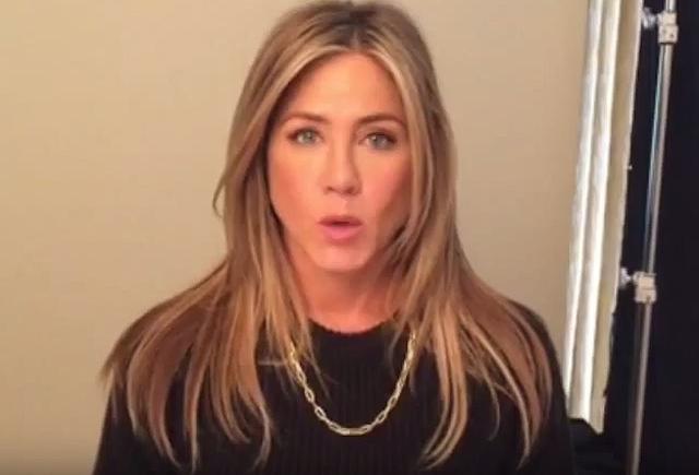"""Diễn viên Jennifer Aniston và hình ảnh trong clip """"We Can End Gun Violence""""."""