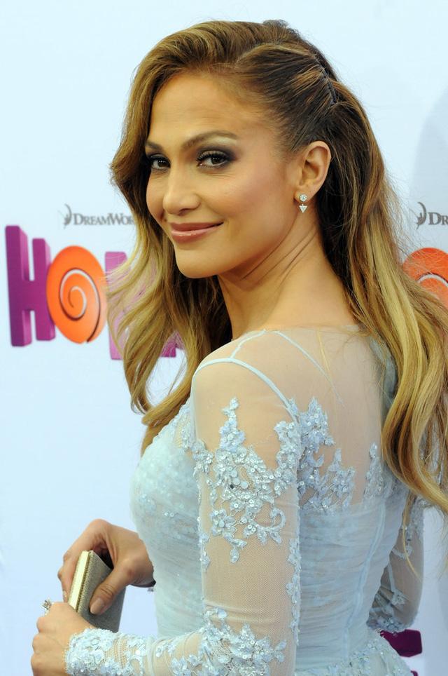 Ở tuổi 45, Jennifer Lopez vẫn luôn khoe vẻ đẹp tươi tắn.