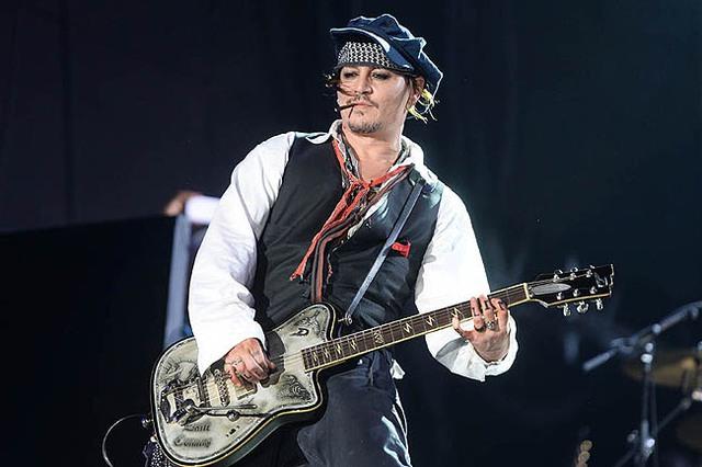 Tình yêu lớn nhất của Johnny Depp không phải điện ảnh mà là âm nhạc - theo tiết lộ của nghệ sĩ Alice Cooper. (Ảnh: Lainey)