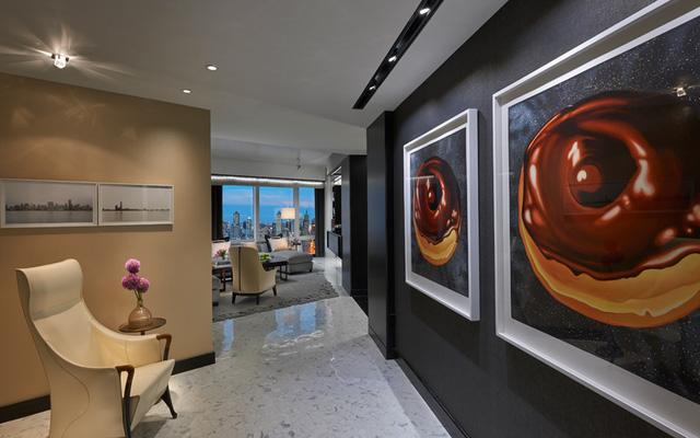 Chiếm trọn tầng 50 của Mandarin Oriental, căn phòng cao cấp này có 3 phòng ngủ. Đây là nơi tạp chí Whitewall thuê để tổ chức triển lãm nghệ thuật hàng năm.