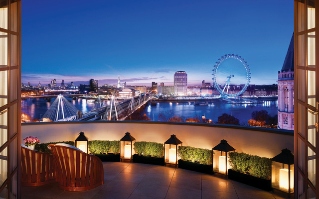 Tầm quan sát từ Royal Penthouse có thể nhìn thấy Big Ben, Nelson's Column, St Paul, London Eye và sông Thames. Phòng còn có hầm rượu riêng.