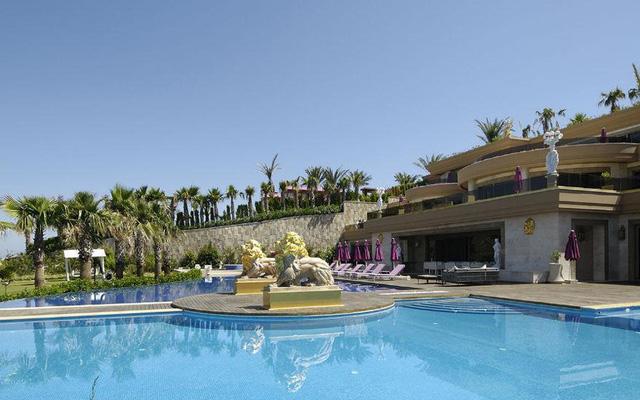 Với một bến tàu riêng, trung tâm spa với đầy đủ tiện nghi hiện đại, phòng tập thể dục, phòng tắm hơi và tắm khô kiểu Thổ Nhĩ Kỳ..., dinh thự Bodrum xứng đáng là khách sạn tốt nhất trên bờ biển Turquoise.