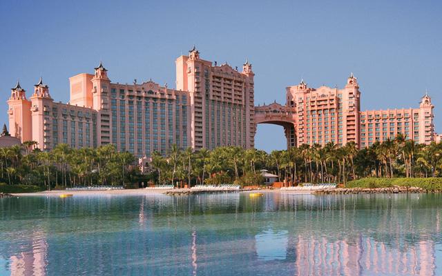 Bride Suite nằm ở vị trí nối hai tòa tháp của Khu nghỉ dưỡng Bahamas Atlantis, tại đây có 10 phòng chức năng, hai trung tâm giải trí.