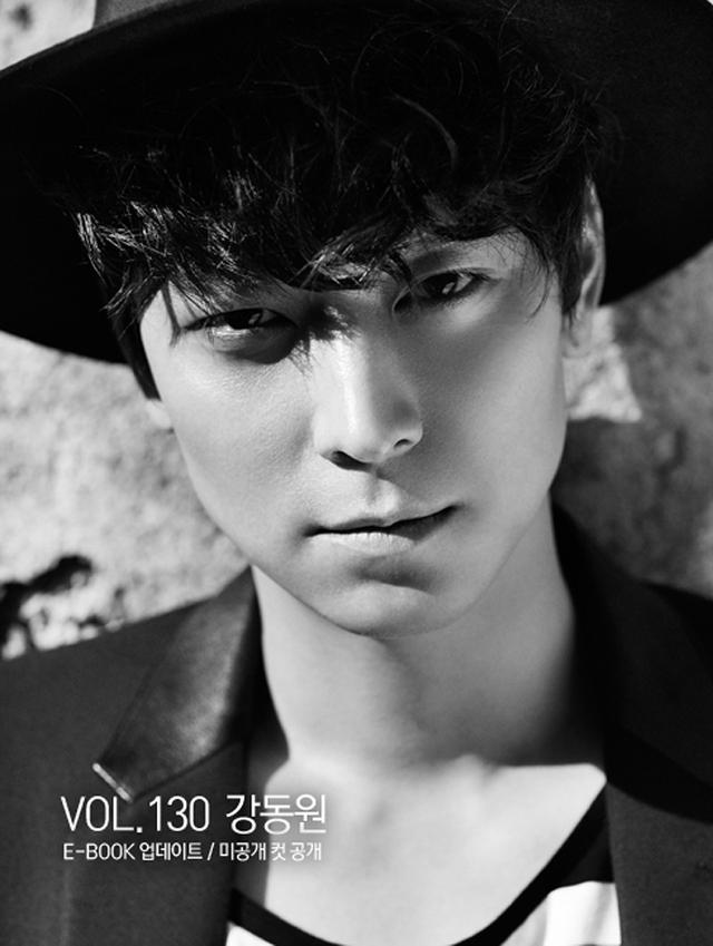 Đứng đầu danh sách là Kang Dong Won. Với gương mặt lạnh lùng cùng trí thông minh siêu đẳng (anh sở hữu IQ 137), Kang Dong Won luôn là mẫu bạn trai lý tưởng của bất kỳ cô gái nào