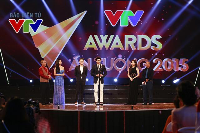 Không ngoài dự đoán, giải thưởng này đã được trao cho nam diễn viên người Hàn Quốc Kang Tae Oh (giữa).