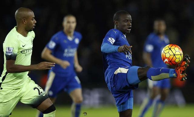 N'Golo Kante khiến tiền vệ Man City câm lặng.