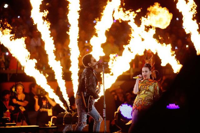 Phần trình diễn bốc lửa của giọng ca Teenage Dream và nam ca sĩ Lenny Kravitz