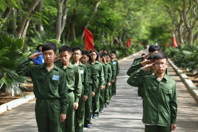Rèn luyện tác phong và kỹ năng quân sự