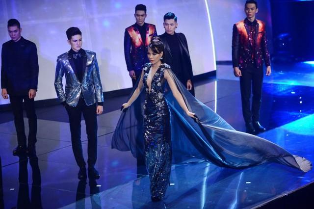Khả Trang trong phần thi trang phục dạ hội