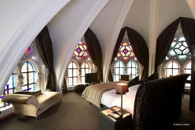 Khách sạn Martin's Patershof đậm chất tôn giáo vì có kiến trúc hoàn toàn là một nhà thờ.