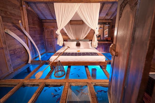 Khách sạn Glass Floor Udang ở Bali (Indonesia) có sàn nhà bằng kính, nhìn xuống dưới biển.