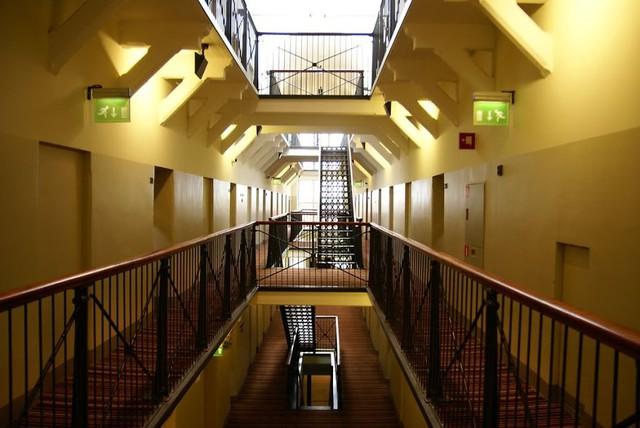 Khách sạn Katajanokka ở Helsinki (Hà Lan) được thiết kế cực dị như một nhà tù.