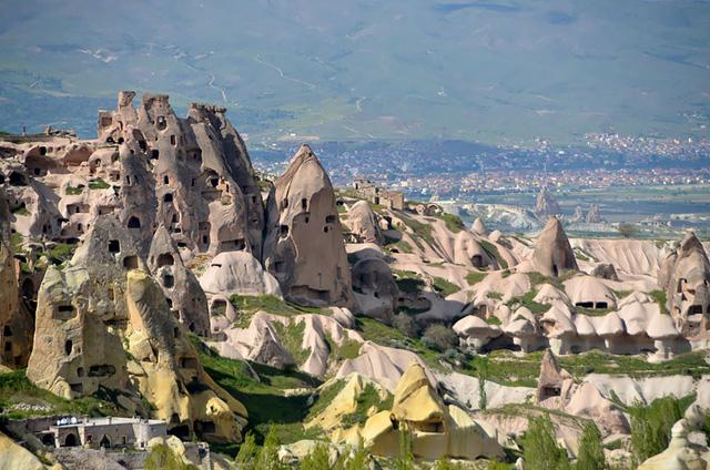 Khách sạn Fairy Chimney ở Thổ Nhĩ Kỳ có kiến trúc bằng đá, được xây dựng với ý tưởng từ những chuyện thần thoại.