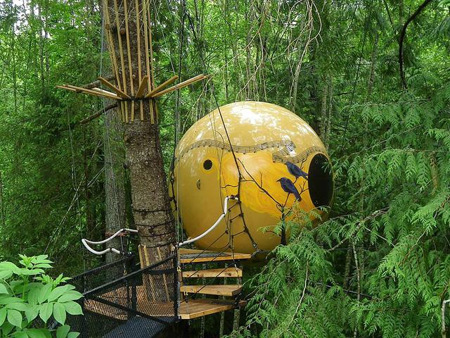 Khách sạn Free Spirit Spheres ở Canada có hình tròn và gần gũi với thiên nhiên.