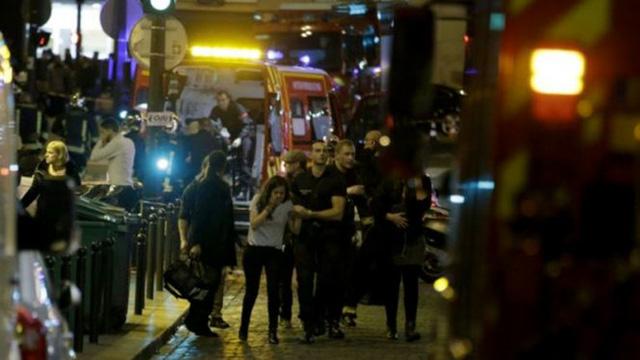 Hơn 100 con tin đã được giải cứu khỏi phòng hòa nhạc Bataclan, Paris (Ảnh: AFP)
