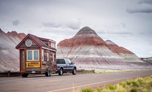 Căn nhà di động này của một cặp đôi người Mỹ cũng nổi tiếng bởi diện tích nhỏ và hành trình thú vị của nó.