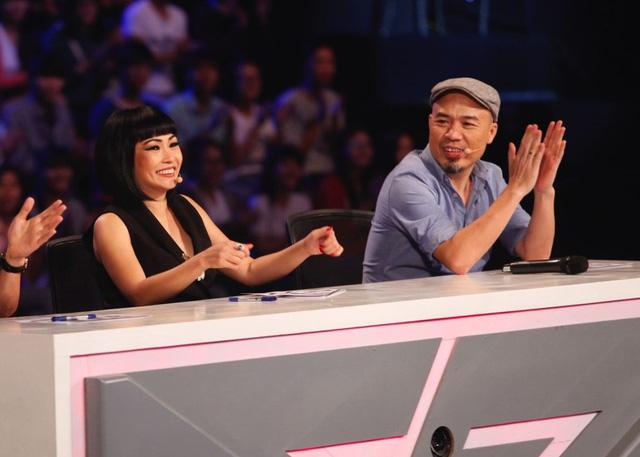 Giám khảo Huy Tuấn (phải) trong chương trình Học viện ngôi sao.