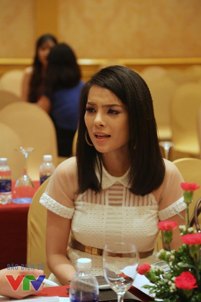 Linh Lam có gu thời trang rất kì quái. Có thể nói, cô ấy là một thảm họa thời trang với cách phối đồ không hề ăn nhập, Kiều Thanh tiết lộ về tạo hình nhân vật Linh Lam trong phim.