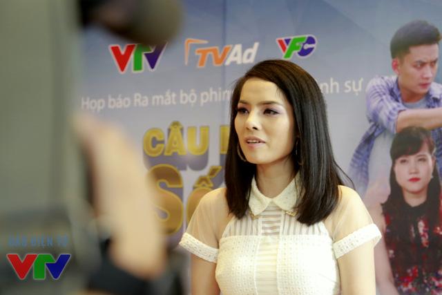Kiều Thanh (trái) vào vai Linh Lam, một phụ nữ sắc sảo, thủ đoạn trong phim Cảnh sát hình sự: Câu hỏi số 5