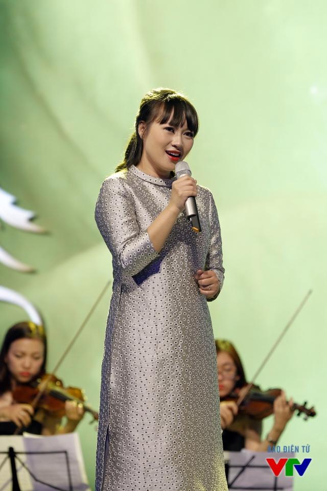 Tuy nhiên, trong một cuộc phỏng vấn mới đây, nữ ca sĩ Họa mi hót trong mưa đã bác bỏ thông tin này và khẳng định cô chỉ giảm cân