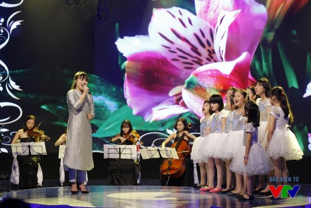Khánh Linh thể hiện ca khúc Cảm ơn cuộc đời, gây xúc cảm mạnh với khán giả