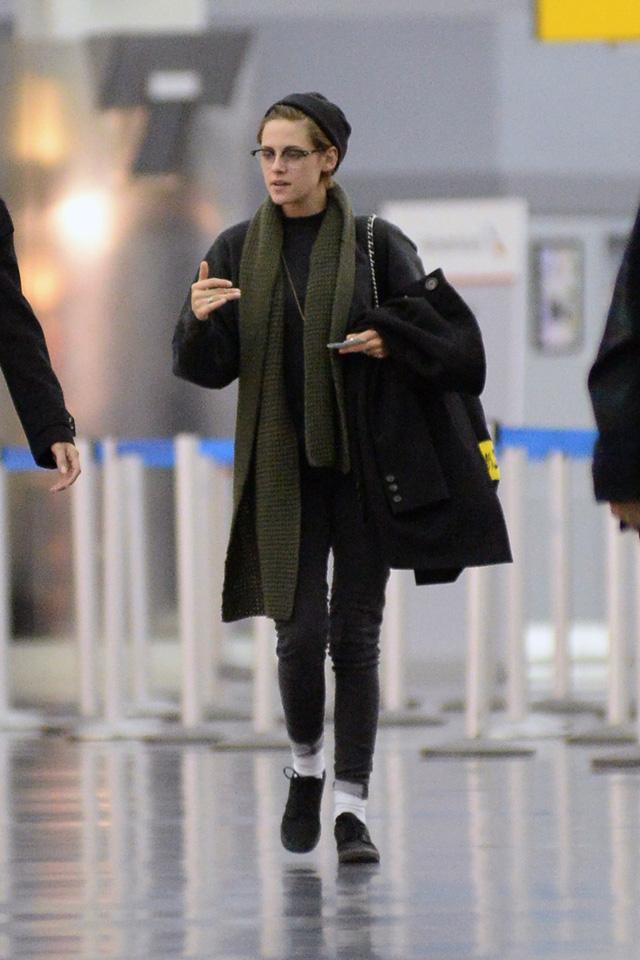 Kristen thích những trang phục màu tối.