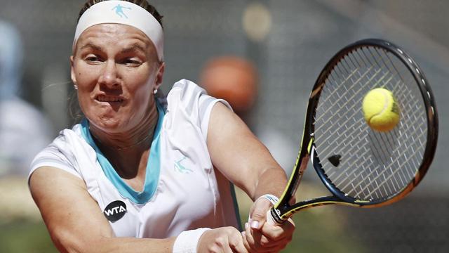 Kuznetsova đã bất ngờ loại tay vợt đồng hương đang giữ cúp tại bán kết Madrid Open 2015