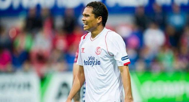 """Carlos Bacca có phong độ cực cao trong màu áo Sevilla với 20 bàn thắng mùa này góp công giúp đội nhà hạ cánh ở vị trí thứ 4. Chắc chắn, HLV Unai Emeny sẽ không muốn nhả """"món hàng hot""""người Colombia trong mùa Hè này."""