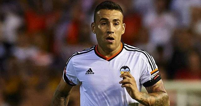 Nicolas Otamendi là nhân tố chủ chốt giúp Valencia đứng ở vị trí thứ 4 ở La Liga. Ở mùa Hè này, Valencia sẽ phải đau đầu tìm cách giữ chân hậu vệ ngôi sao người Argentina này.