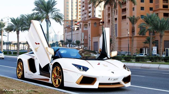 Chiếc xe gây ấn tượng với những chi tiết được mạ vàng rất nổi bật