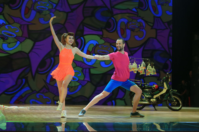 Lan Ngọc và bạn nhảy Daniel thể hiện bài Freestyle kết hợp Samba trên nền nhạc I got a boy của nhóm SNSD
