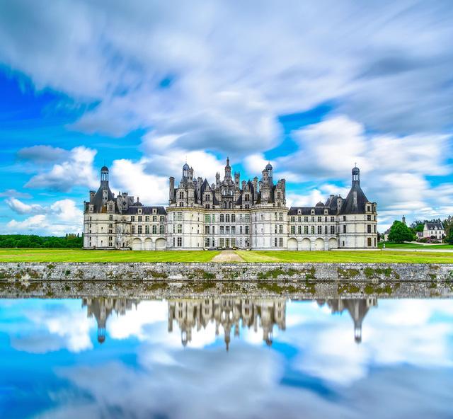 Hình ảnh tòa lâu đài xuất hiện trong bộ phim hoạt hình Người đẹp và quái vật được lấy từ nguyên mẫu của tòa lâu đài Chateau du Chambord ở Pháp.