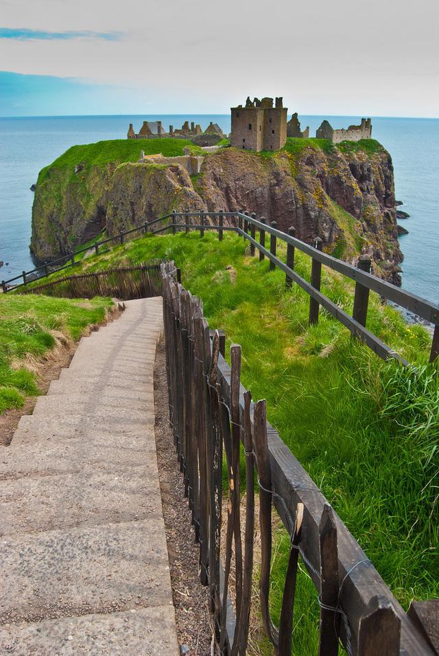 Tòa lâu đài DunBroch trong bộ phim Brave cũng chính là phiên bản hoạt hình của lâu đài Dunnottar tại Stonehaven (Scotland).