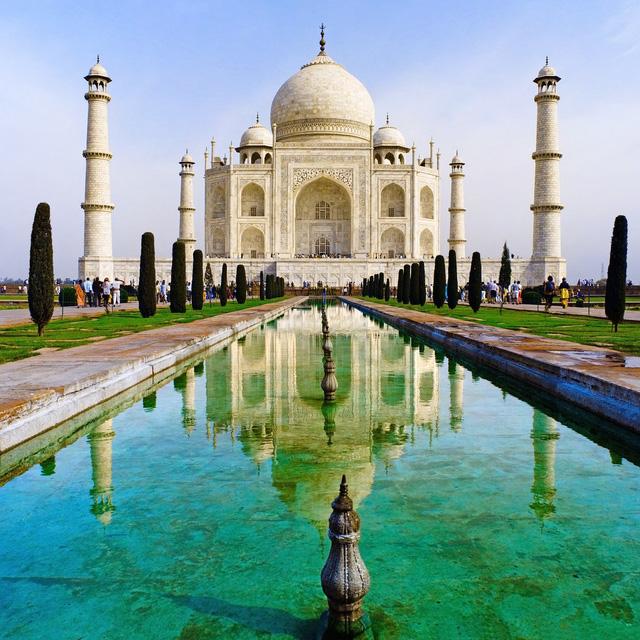 Bối cảnh trong bộ phim hoạt hình Aladdin được xây dựng từ quang cảnh đất nước Ấn Độ. Trong đó, tòa lâu đài Agraba nơi nàng công chúa Jasmine sinh sống được lấy cảm hứng từ lâu đài Taj Mahal nổi tiếng ở quốc gia này.